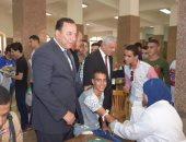 صور  .. رئيس جامعة المنوفية يتفقد لجان الكشف الطبى بمجمع كليات الجامعة