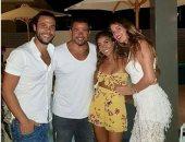 """عمرو ودينا من الفرح لـ """"الهانى مون"""" مع محمد إمام وزوجته.. صورة"""