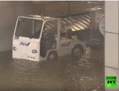 """الأمطار تغمر مطار أوساكا اليابانى عشية إعصار """"جيبى"""" العاتى"""
