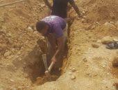 صور.. أصحاب المصانع بمدينة البغدادى يشكرون المحافظ لتدخله بأزمة مواسير المياه
