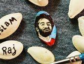 """""""إسلام"""" يبدع فى رسم بورتريهات باستخدام القهوة والشاى والخضراوات وقشر اللب"""