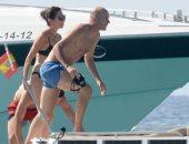 صور.. زيدان يصطحب زوجته فى رحلة بحرية بجزيرة فورمينتيرا الإسبانية
