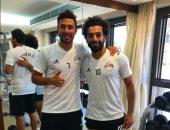 """تريزيجيه يحتفى بصلاح فى تدريبات المنتخب:""""مع أفضل لاعب فى العالم"""""""