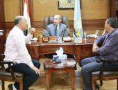 محافظ كفر الشيخ يؤكد إعادة تشغيل المشروعات المتوقفة وتأهيل الطرق