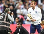 كين يتسلم جائزة هداف كأس العالم قبل انطلاق لقاء إنجلترا ضد إسبانيا.. صور
