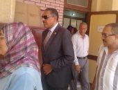 صور .. رئيس مدينة شبرا الخيمة يتفقد استعدادات المدارس لاستقبال العام الدراسى