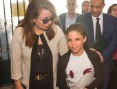 """صور.. وزيرة التضامن تطمئن على الطفلة """" نور"""" صاحبة واقعة التعذيب بالإسكندرية"""
