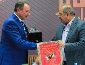 الخطيب يعلق على زيارة هشام حطب للنادى الأهلى