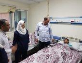 صور.. وكيل وزارة الصحة يتفقد أحوال مصابى حريق شبرا الخيمة