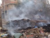 فيديو وصور.. حرق القمامة بمدخل قرية بالمنوفية عرض مستمر