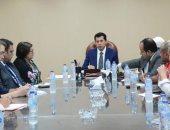 وزير الرياضة يلتقي لجنة الشباب بالاتحاد الدولي لجمعيات الصليب والهلال الأحمر