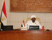 الرئيس البشير يمنح سفير مصر بالسودان وسام النيلين من الطبقة الأولى