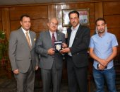 رئيس جامعة أسيوط يستقبل عميد كلية الحقوق بجامعة الزرقاء الأردنية