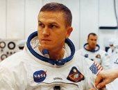 بعد 50 عاماً من صعوده للفضاء.. تعرف على أول رائد فضاء يذهب إلى القمر