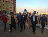 نائب محافظ القاهرة يتفقد مدينة الواحة ويعد ساكنيها بجل مشكلة التيار الكهربائى