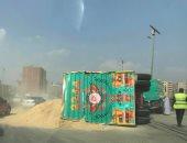 زحام مرورى على الطريق الدائرى بسبب انقلاب سيارة نقل محملة بالرمال