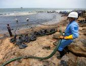 البحرية تسحب بقعة زيت لتسريب نفطى بساحل سيرلانكا