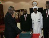 رئيس الوزراء السودانى الجديد يؤدى اليمين الدستورية أمام الرئيس عمر البشير