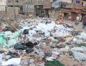 القمامة والمخلفات تحاصران شوارع حى عين شمس.. وقارئ: الأوضاع فى تدهور