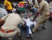 صور.. الشرطة الهندية تلقى القبض على المعارضين أثناء تظاهرات لارتفاع أسعار الوقود