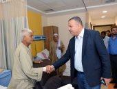 فيديو وصور.. رئيس لجنة الصحة بالبرلمان يزور المرضى بمستشفى أورام الأقصر