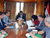 محافظ القليوبية يعقد اجتماعًا لمناقشة ملف منظومة النظافة