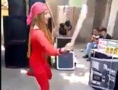 """فيديو.. شاهد فتاة ترقص بـ""""سنجة"""" فى فرح شعبى تثير الجدل"""