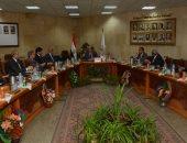 """رئيس جامعة أسيوط يشدد على """"عمداء الكليات بتوفير الدعم والرعاية للطلاب"""