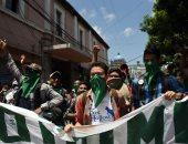 متظاهرون يلقون البيض على رئيس جواتيمالا المنتهية ولايته