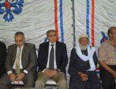 فيديو وصور.. محافظ المنيا ومدير الأمن يقدمان واجب العزاء لأسرة شهيد سيناء