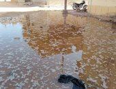 اضبط مخالفة.. انفجار ماسورة مياه شرب تغرق شوارع قرية المعصرة بالداخلة