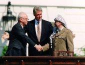 """سعيد الشحات يكتب : ذات يوم .. 13 سبتمبر 1993 ..رابين يحاول التخلص من مصافحة عرفات..وكلينتون يتوسط أثناء التوقيع علي اتفاقية """"أوسلو"""""""