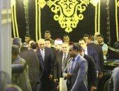 فيديو.. وزير الري وبهاء أبو شقة وفنانون وسياسيون يشاركون في عزاء شقيقة حسن راتب