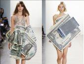 شاهد أغرب صيحات الموضة.. موديلز لابسين دولارات فى عرض أزياء بنيويورك