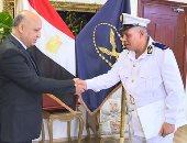 الداخلية تكرم أمين شرطة حصل على دبلوم القانون العام من جامعة الإسكندرية