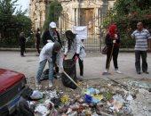 """فيديو.. حملة """"شباب بتحب مصر"""" تبدأ نظافة وجمع المخلفات بميدان السكاكينى"""