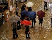 """بعد الفلبين والصين.. الفيضانات تجتاح """"هونج كونج"""" بسبب إعصار """"مانكوت"""""""
