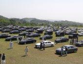 صور.. الحكومة الباكستانية تطرح 100 سيارة من ممتلكاتها فى مزاد للتقشف