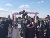 بعد وعده بحضور زفافهما.. نجم Stranger Things يحقق أمنية معجبة