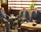 وزير التنمية المحلية يبحث مع محافظى شمال وجنوب سيناء إدراجهما بمجال الاستثمار