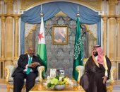 ولى العهد السعودى يبحث مع الرئيس الجيبوتى العلاقات الثنائية