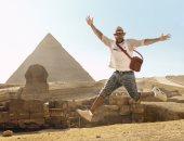 """مغنى الراب """"فلو ريدا"""" يزور الأهرامات.. وتنشيط السياحة: يكتشف كنوز مصر"""