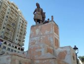 آثار الإسكندرية تعلن تمثال بائع العرقسوس مصنوع من الفيبر وغير أثرى
