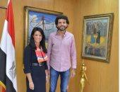 وزيرة السياحة تلتقى عمر سمرة أول مصرى يصعد إلى قمة إيفرست
