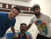 أحمد جعفر ينشر صورة بصحبة جدو أثناء زيارة عمرو زكى فى المستشفى