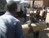 فيديو.. العثور على أعمدة يشتبه فى أثريتها وسط الإسكندرية ونقلها لمنطقة كوم الشقافة