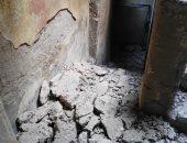 صور.. إخلاء عقار وسط الإسكندرية بعد انهيار أجزاء منه