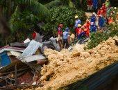 عمال الإنقاذ بالفلبين ينتشلون جثث ضحايا الانهيارات الأرضية