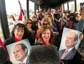 الجاليات المصرية تستقبل الرئيس السيسي فى نيويورك بالأعلام.. وهتافات تحيا مصر