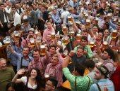 الزى الريفى وخبز الزنجبيل فى مهرجان البيرة بألمانيا